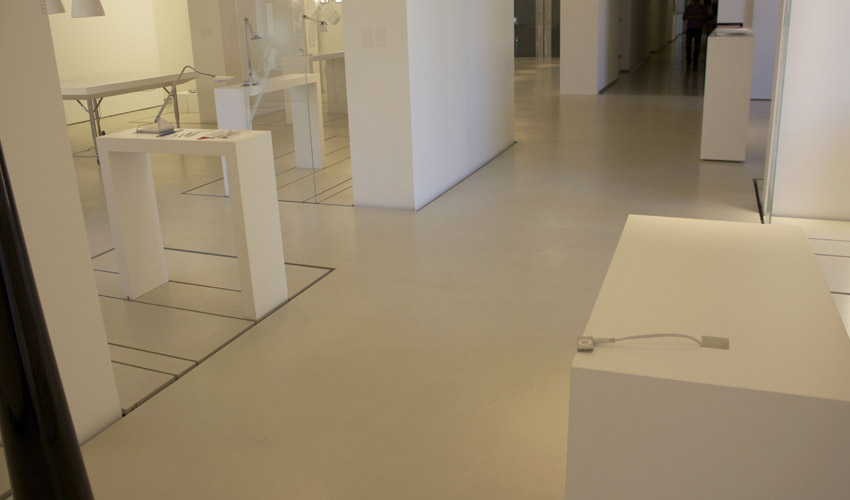 Pavimento in resina per negozio di illuminazione a milano fl srl