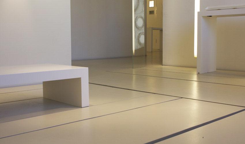 Pavimento in resina per negozio di illuminazione a Milano