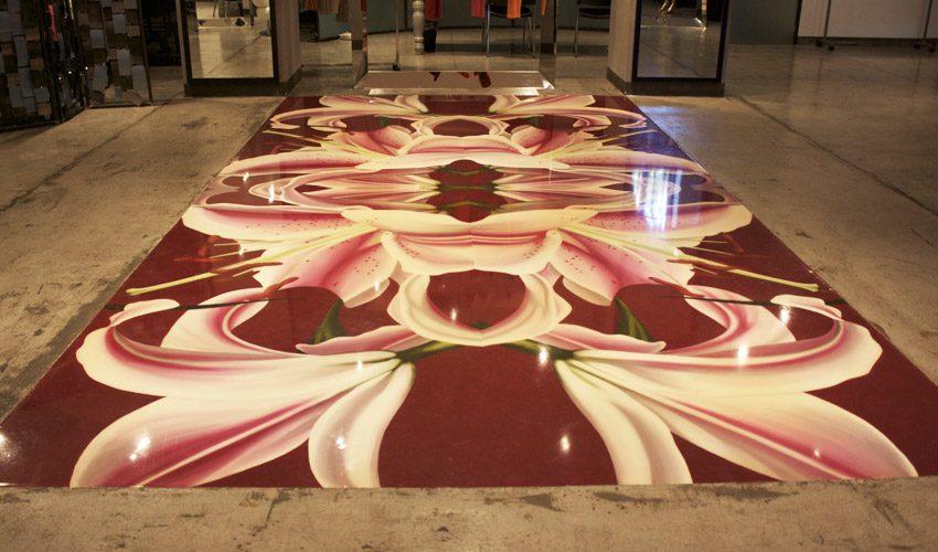 Pavimento e scale in resina per negozio di abbigliamento a Milano