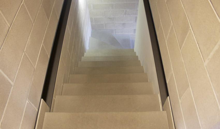 Pavimento e scale in resina per negozio sportivo a milano fl srl di francesco lamuraglia - Resina per scale ...
