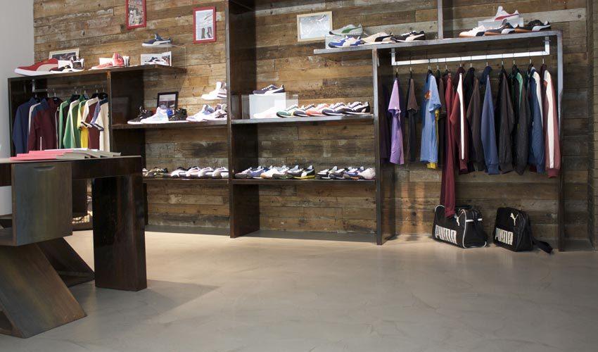 Pavimento, pareti e tavoli in resina per negozio sportivo di Milano