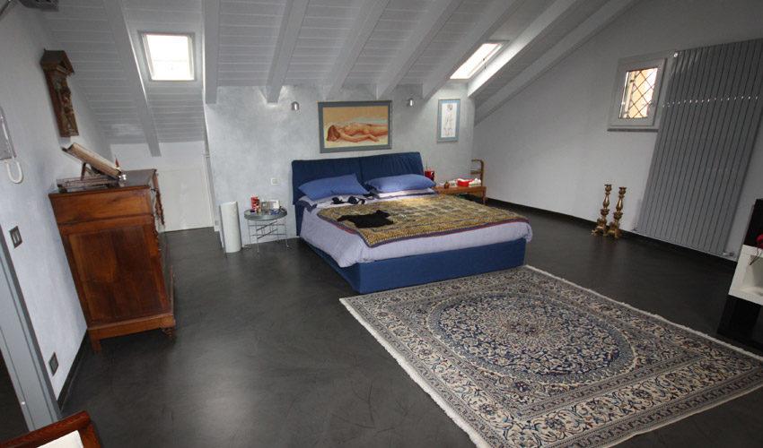 Pavimento, scale, pareti e tavoli in resina per casa a Pavia