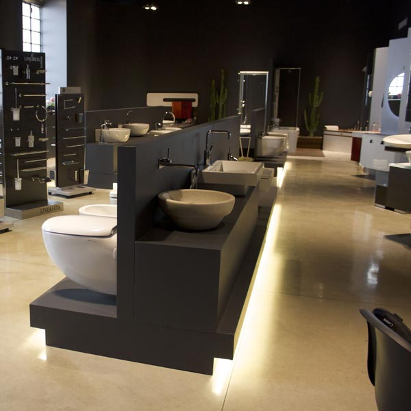 Posa di pavimenti e pareti in resina, in uffici, aziende, negozi e locali pubblici