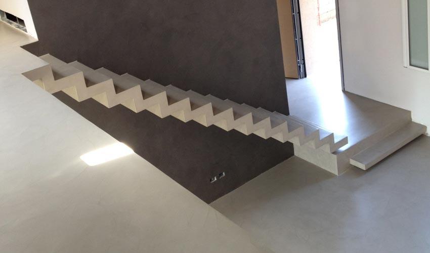 Pavimento per scale idee per interni e mobili - Scale in resina prezzi ...